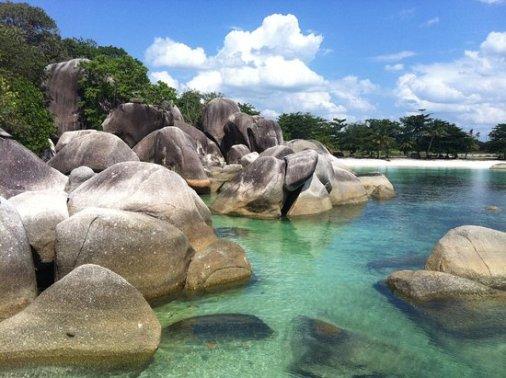 pantai tanjung tinggi (source by google)